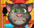 Konuşan Kedi Tom Cadılar Bayramı İçin Kek Pişirme